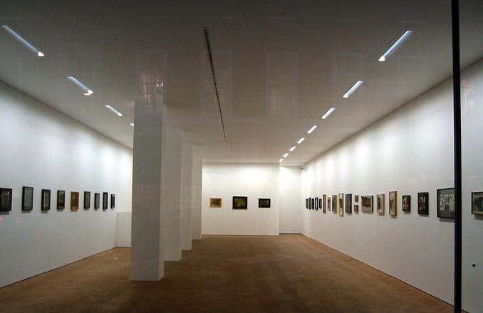 art-gallery-1252116